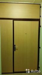 металлические двери и тамбурные перегородки на площадках
